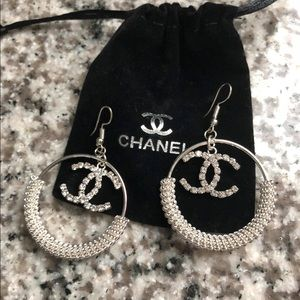 New 2 hair ties and earrings